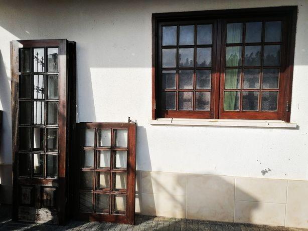 Janelas e portadas de madeira