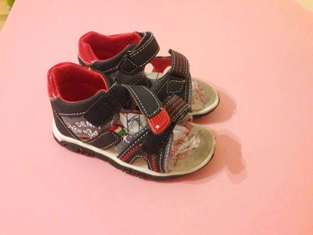 Sandałki dziecięce 23