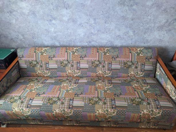 Продам диван реставрированный