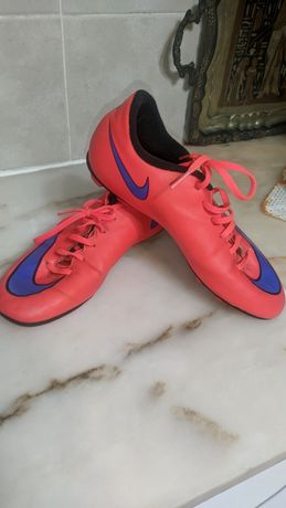 Chuteiras da Nike.