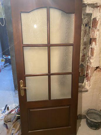 Продам двери в очень хорошем состоянии.Двери натуральные деревянные.