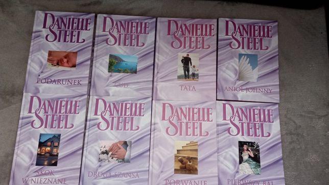 8 książek z serii Danielle Steel .
