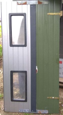 Drzwi uniwersalne - zabezpieczenie budowy.