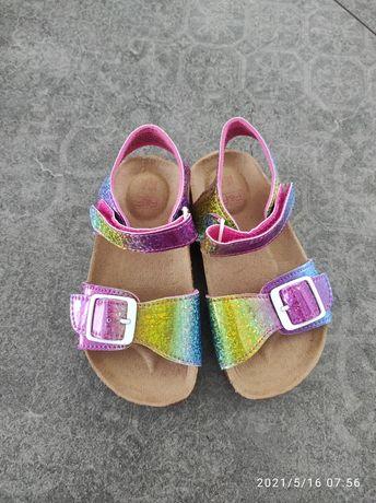 Nowe sandały dziecięce