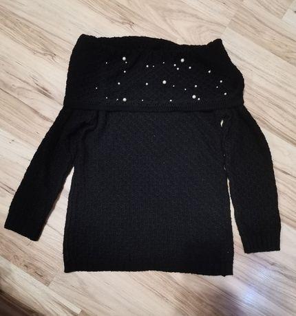 Sweterek czarny.