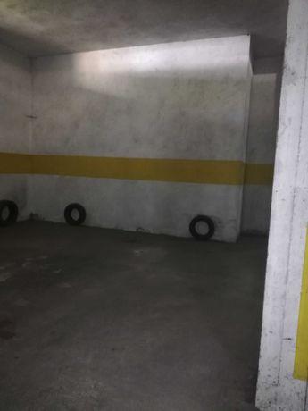 Aluga se garagem em Barcelos