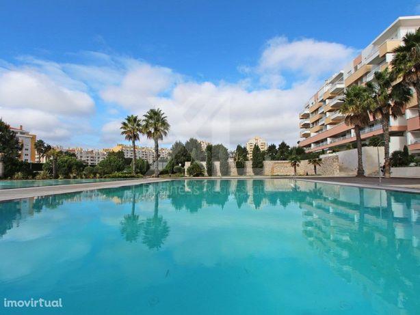 Apartamento T4, nos Jardins da Parede, em condomínio priv...