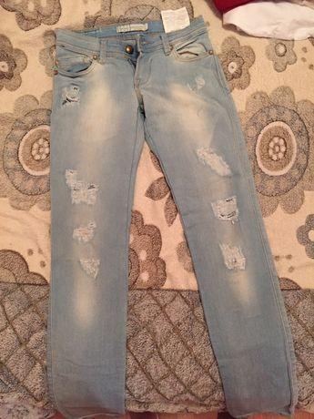 Продам фирменные джинсы на девочку/подростка