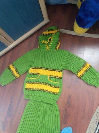 Вязаний костюм