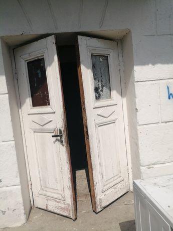 Безкоштовно двері.