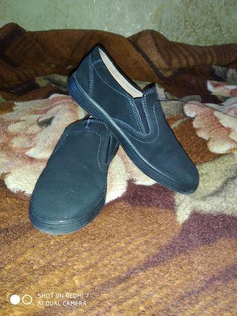 Продам срочно школьные туфли