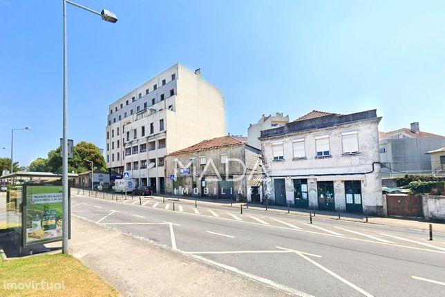 Prédio c/ logradouro no centro da cidade em Maximinos, Braga