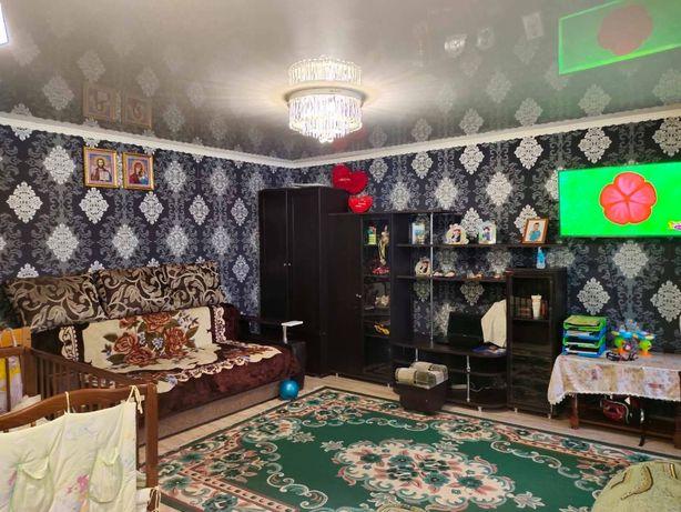 Продам гарну простору 1-но кімнатну по Набережній!