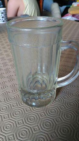Caneca de cerveja em vidro muito antiga