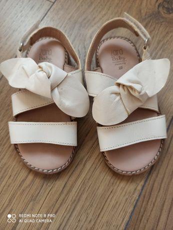 Beżowe sandałki Zara