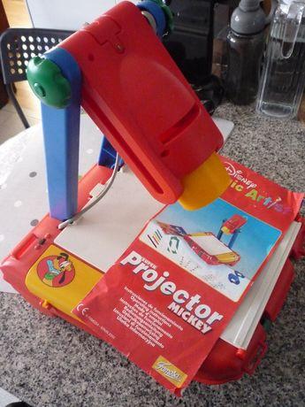 Brinquedos de criança + livros (infantis/juvenis)