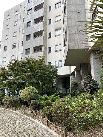 Arrenda-se quarto com wc privativo em T2 na urbanização Mota Galiza
