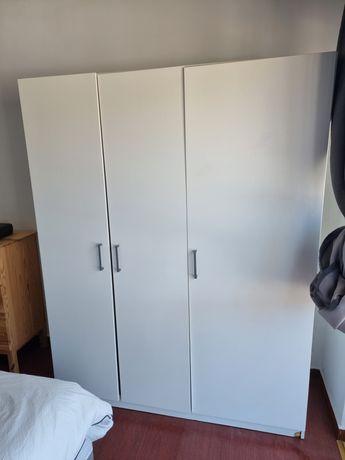Armário 3 portas ikea dombas pouco uso