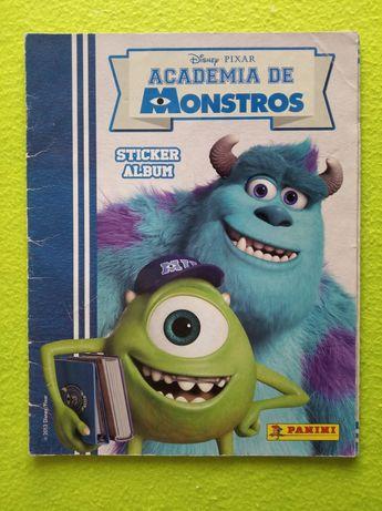 Caderneta de cromos Academia de Monstros