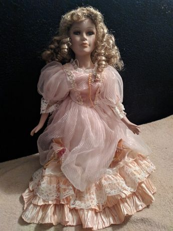 Фарфоровая кукла, продам
