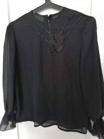 Tiulowa bluzka z aplikacją, ozdobne rękawy