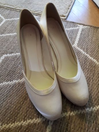 Satynowe buty ślubne rozm. 6 (39)