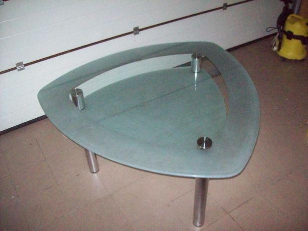 Trójkątny Szklany Stół