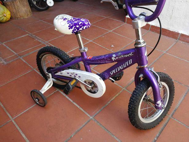 Bicicleta Specialized de menina roda 12 em muito bom estado.