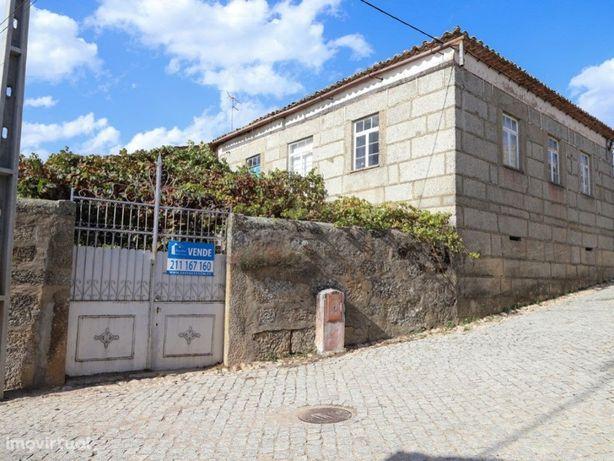 Quinta com anexos e dois hectares envolventes na Cabreira