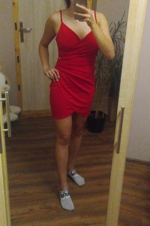 Sukienka czerwona z marszczeniem z drapowaniem