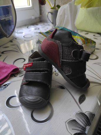 Детская обувь, макасини, ботинки, комбинезон, куртка