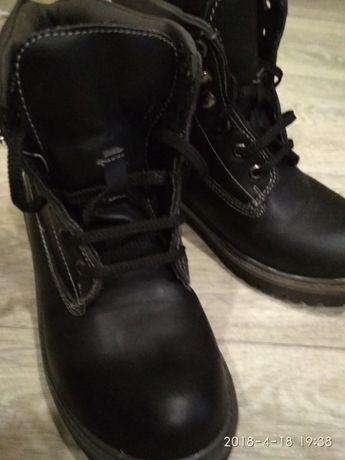 Детские ботинки новые 33размера