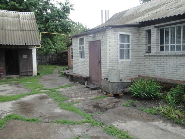 Дом и земельний участок