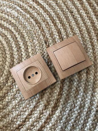 Tomada e interruptor a emitar madeira