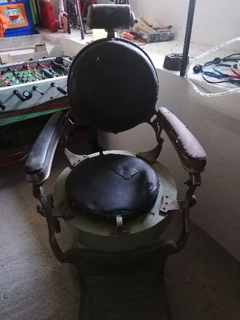 Cadeira de barbeiro antiga para restauro