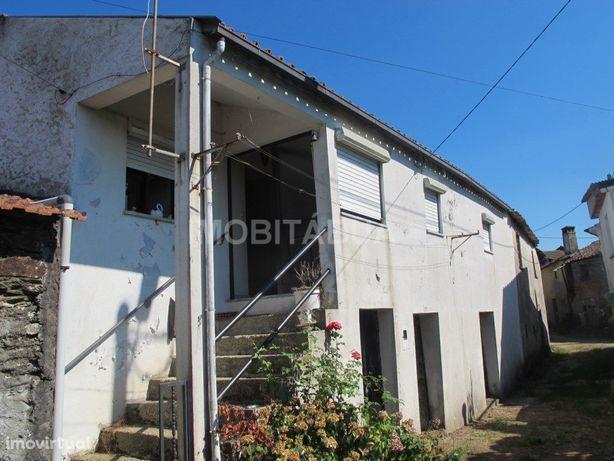 Casa de Aldeia com terreno em Sinde, Tábua