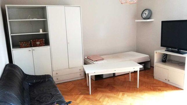 Zestaw białych mebli: Szafa regał ława stolik szafka tapczan łóżko 90