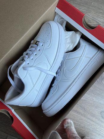 Продам новые кроссовки Nike 37 размера