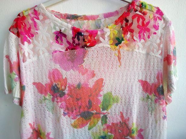 Blusa colorida, com flores - Tamanho L