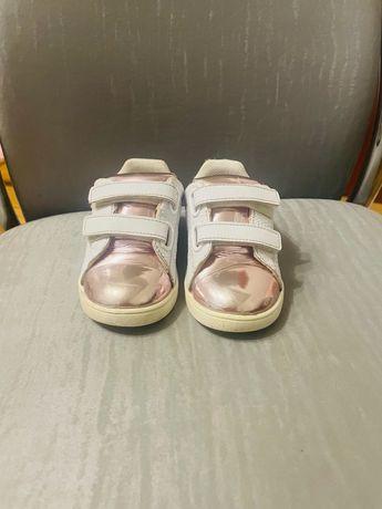 Продам кроссовки для девочки 22 размер