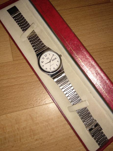 Часы q&q продам в коробке