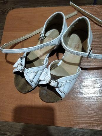 Продам туфли для бальных тансев