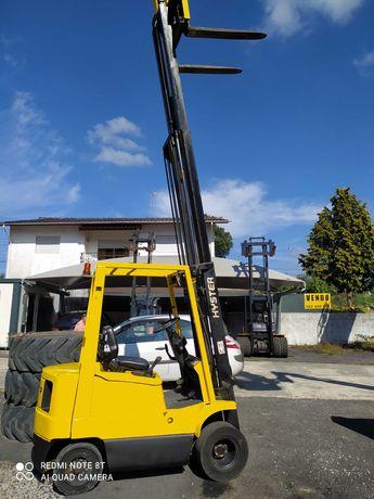 Empilhador HYSTER 1.5 ton. Diesel sobe 4.70 mts (torre livre)