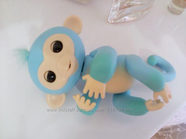 Продам интерактивную обезьянку Fingerlings, двухцветная, состояние но