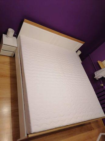 Sprzedam łóżko sypialniane z dodatkami