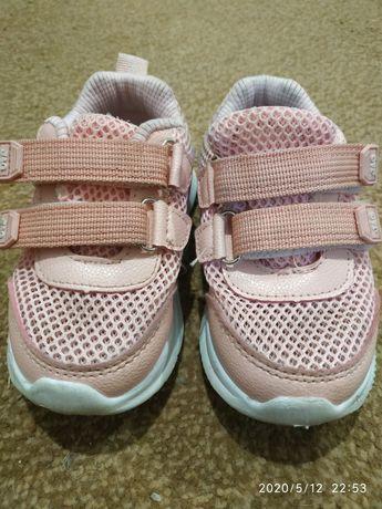 Летние кроссовки для девочки