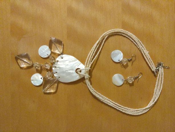 Komplet, naszyjnik i kolczyki z masy perłowej.