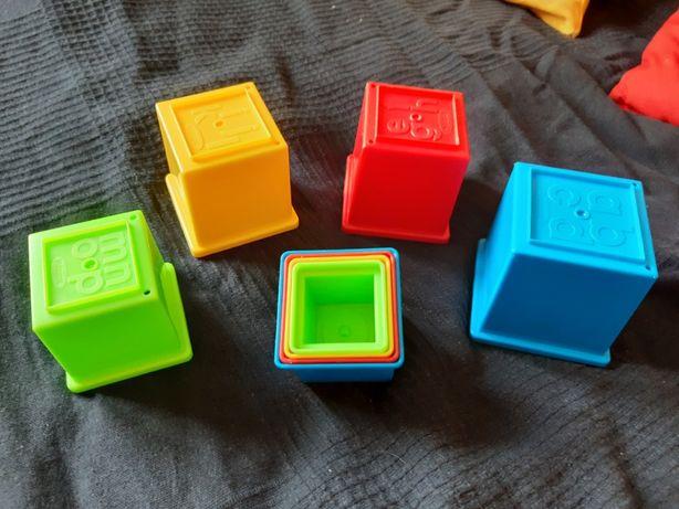 Kolorowe plastikowe klocki do zbudowania wieży