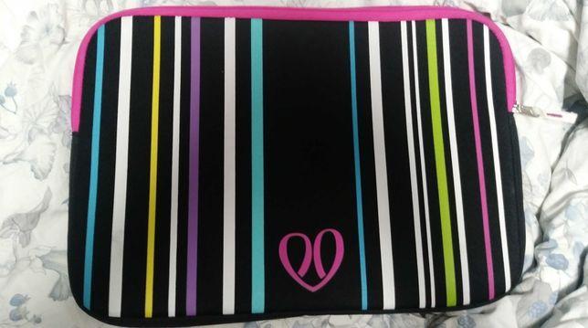 Nowe Śliczne kolorowe Etui pokrowiec na laptopa, 40cm x 28cm Cropp