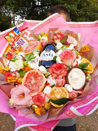Букет из конфет, фруктов и овощей